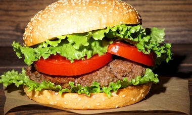 mistakes-everyone-makes-cooking-burgers