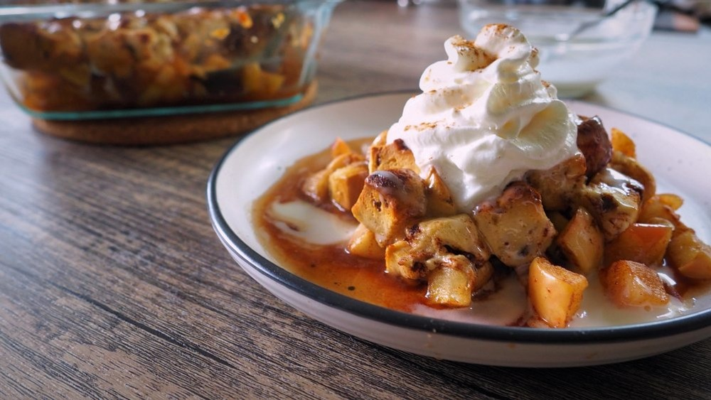 apple cobbler with whipped cream