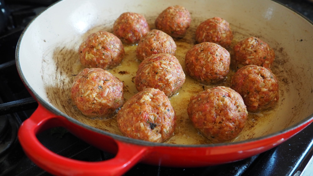 the best way to cook meatballs for your Easy spaghetti and meatballs casserole