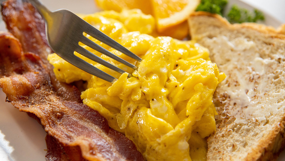 plated scrambled eggs recipe ready to eat