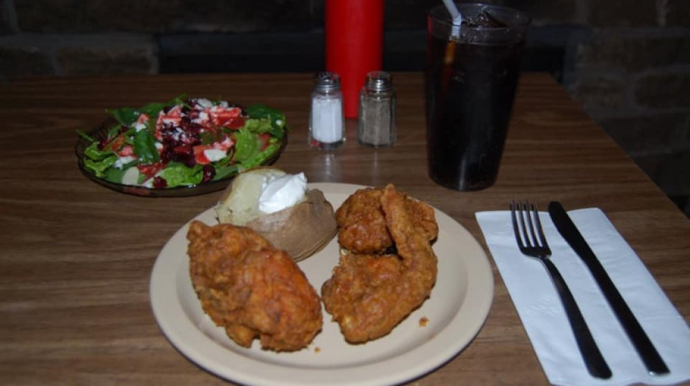 Indiana: Fireside Inn's fried chicken