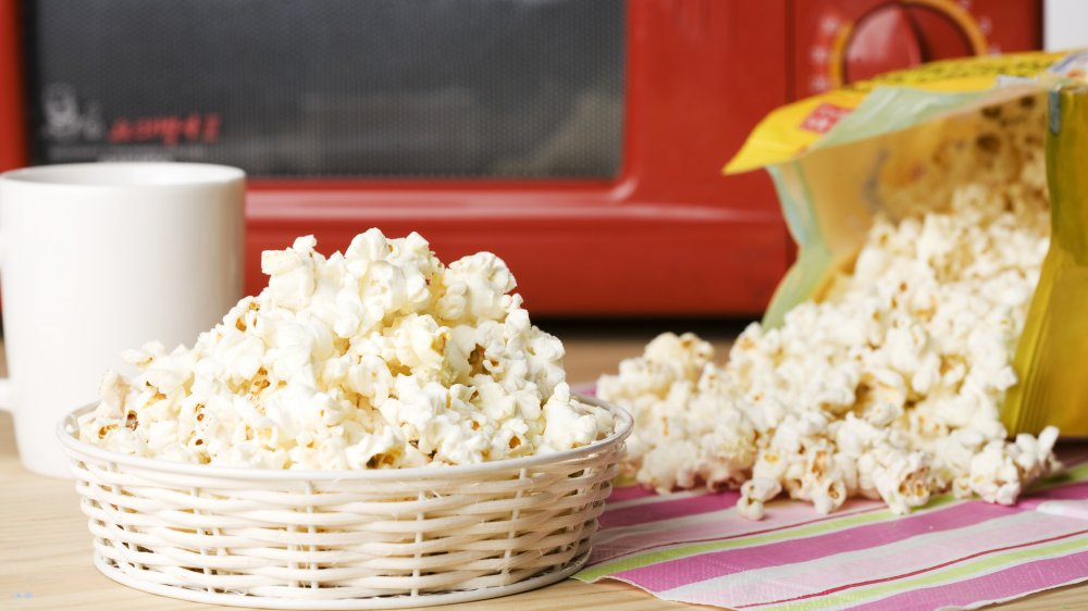 You should never eat another bag of microwavable popcorn. Nutritionist explains why.
